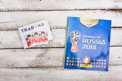 Συλλέξιμα αυτοκόλλητες ετικέττες και λεύκωμα Panini για το ποδόσφαιρο W της Ρωσίας 2018 Στοκ Εικόνες