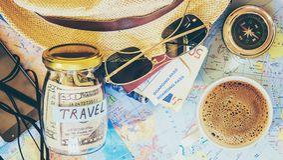 Συλλέξτε μια βαλίτσα σε ένα ταξίδι στοκ εικόνες με δικαίωμα ελεύθερης χρήσης