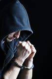 Συλλήφθείτι νεαροί άνδρες με τις χειροπέδες Στοκ Εικόνα