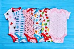 Συλλογή των κομπινεζόν μωρών βαμβακιού Στοκ φωτογραφίες με δικαίωμα ελεύθερης χρήσης
