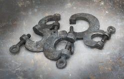 Συλλογή των σκουριασμένων σφιγκτηρών μετάλλων Στοκ φωτογραφία με δικαίωμα ελεύθερης χρήσης