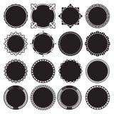 Συλλογή των στρογγυλών διακοσμητικών πλαισίων συνόρων με γεμισμένο το στερεό υπόβαθρο διανυσματική απεικόνιση