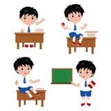Συλλογή των χαριτωμένων αγοριών στη σχολική στολή διάνυσμα Ελεύθερη απεικόνιση δικαιώματος