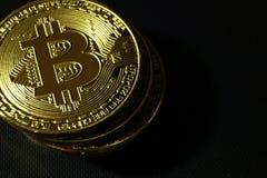 Συμβολικός σωρός μετάλλων bitcoin στοκ εικόνες