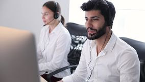 Συμβουλευτικοί πελάτες κεντρικών πρακτόρων επαφών on-line φιλμ μικρού μήκους