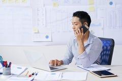Συμβουλευτικός πελάτης επιχειρηματιών στοκ εικόνα με δικαίωμα ελεύθερης χρήσης