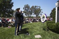 Συμβουλευτικό Συμβούλιο ενοποίησης που χαιρετίζει κατά τη διάρκεια ετήσιου αναμνηστικού γεγονότος νεκροταφείων του Λος Άντζελες τ στοκ φωτογραφίες με δικαίωμα ελεύθερης χρήσης