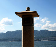 Συμβολικός λαμπτήρας πετρών στο βουδιστικό ναό Στοκ Εικόνα