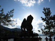 Συμβολικό λιοντάρι πετρών στο βουδιστικό ναό Στοκ Εικόνες