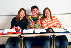 συμμαθητές ευτυχείς Στοκ εικόνα με δικαίωμα ελεύθερης χρήσης