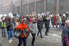 Συμμετέχοντες Μαρτίου 2019 γυναικών στο Κλίβελαντ, Οχάιο, ΗΠΑ στοκ φωτογραφίες με δικαίωμα ελεύθερης χρήσης