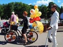 Συμμετέχοντες στις κυρίες παρελάσεων ` στα ποδήλατα Στοκ φωτογραφία με δικαίωμα ελεύθερης χρήσης