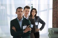 Συμμετέχοντες της διάσκεψης με τα κενά διακριτικά στοκ φωτογραφία με δικαίωμα ελεύθερης χρήσης