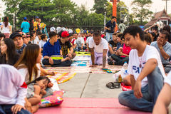 Συμμετέχοντες της κύριας τελετής ημέρας σε ικανό Khong Khuen - κατοχή πνευμάτων κατά τη διάρκεια του τελετουργικού Wai Kroo στο μ Στοκ φωτογραφίες με δικαίωμα ελεύθερης χρήσης
