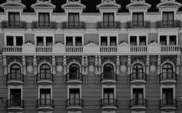 Συμμετρική αρχιτεκτονική στην πρόσοψη Στοκ εικόνα με δικαίωμα ελεύθερης χρήσης