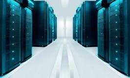 Συμμετρικό φουτουριστικό σύγχρονο δωμάτιο κεντρικών υπολογιστών στο σύγχρονο κέντρο δεδομένων με το φωτεινό φως Στοκ Εικόνες