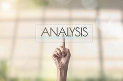 Συμπίεση χεριών επιχειρηματιών που διατυπώνει την ανάλυση Στοκ Εικόνες