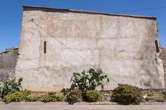 Συμπαγής τοίχος σε ένα μικρό χωριουδάκι στο Λα Mancha στοκ φωτογραφίες με δικαίωμα ελεύθερης χρήσης