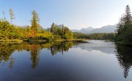 Συμπαθητική λίμνη της Σλοβακίας - pleso Strbske σε υψηλό Tatras στο καλοκαίρι Στοκ Φωτογραφίες