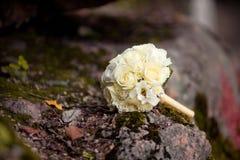 Συμπαθητική γαμήλια ανθοδέσμη κρητιδογραφιών με τα τριαντάφυλλα Στοκ Εικόνες