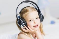 Συμπαθώ ακούω μουσική Στοκ φωτογραφία με δικαίωμα ελεύθερης χρήσης