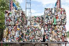 Συμπιεσμένα δοχεία αργιλίου για ανακύκλωσης Στοκ εικόνες με δικαίωμα ελεύθερης χρήσης
