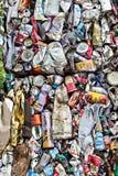 Συμπιεσμένα δοχεία αργιλίου για ανακύκλωσης Στοκ Εικόνα