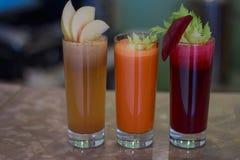 Συμπιεσμένη τρίο πρόσφατα χυμός στοκ εικόνες