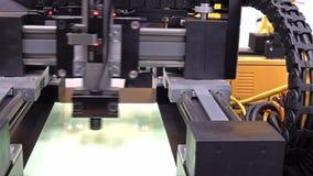 Συμπυκνώνοντας μηχανή λέιζερ που κινεί γρήγορα τα αστέρια ενός γραψίματος απόθεμα βίντεο