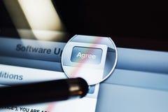 Συμφωνήστε με τη διαδικασία ενημερώσεων λογισμικού κουμπιών Στοκ Εικόνες