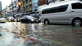Συμφόρηση που προκαλείται κυκλοφοριακή από την πλημμύρα βροχής απόθεμα βίντεο