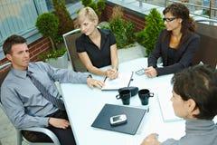 Συνάντηση επιχειρηματιών υπαίθρια Στοκ φωτογραφία με δικαίωμα ελεύθερης χρήσης