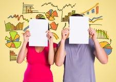Συνάδελφοι που καλύπτουν το πρόσωπό τους με την κενή αφίσσα ενάντια στα επιχειρησιακά εικονίδια Στοκ φωτογραφία με δικαίωμα ελεύθερης χρήσης
