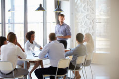 Συνάδελφοι σε μια συνεδρίαση των γραφείων Στοκ Εικόνα