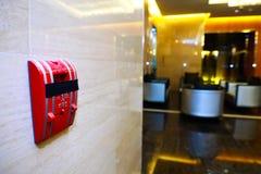 Συναγερμός πυρκαγιάς στον τοίχο των ξενοδοχείων Στοκ Φωτογραφίες