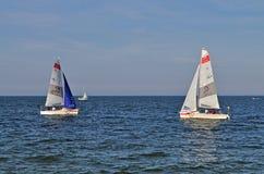 συναγωνιμένος sailboats στοκ φωτογραφία με δικαίωμα ελεύθερης χρήσης