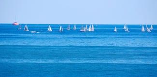 συναγωνιμένος sailboats Στοκ εικόνα με δικαίωμα ελεύθερης χρήσης