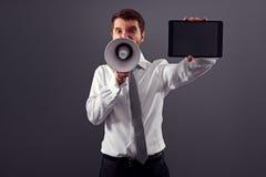 Επιχειρηματίας με το PC ταμπλετών και megaphone Στοκ εικόνες με δικαίωμα ελεύθερης χρήσης