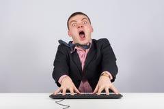 Συναισθηματικός επιχειρηματίας στα παιχνίδια στον υπολογιστή Στοκ εικόνα με δικαίωμα ελεύθερης χρήσης