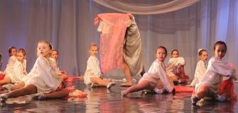 Συναισθηματικός χορός παιδιών Στοκ φωτογραφία με δικαίωμα ελεύθερης χρήσης