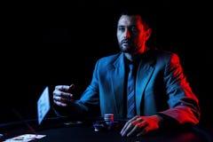 Συναισθηματικό υψηλό πόκερ πασσάλων player Στοκ φωτογραφία με δικαίωμα ελεύθερης χρήσης