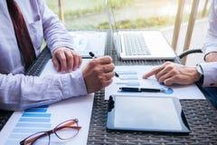 Συνανμένος παρόν επιχειρησιακών ομάδων, εκτελεστικοί συνάδελφοι επενδυτών Στοκ Εικόνα