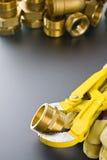 Συναρμολογήσεις ορείχαλκου με το γαλλικό κλειδί Στοκ εικόνα με δικαίωμα ελεύθερης χρήσης