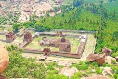 Συναρπαστική και τεράστια περιοχή Karnatak παγκόσμιων κληρονομιών της ΟΥΝΕΣΚΟ Hampi στοκ φωτογραφία
