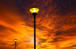 Συναρπαστικό ηλιοβασίλεμα και δραματικός ουρανός Στοκ εικόνα με δικαίωμα ελεύθερης χρήσης