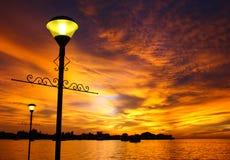 Συναρπαστικό ηλιοβασίλεμα και δραματικός ουρανός Στοκ εικόνες με δικαίωμα ελεύθερης χρήσης