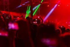Συναυλία και συσσωρευμένοι άνθρωποι στοκ φωτογραφίες με δικαίωμα ελεύθερης χρήσης