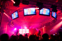 συναυλία που κρεμά έξω τους ανθρώπους Στοκ φωτογραφία με δικαίωμα ελεύθερης χρήσης