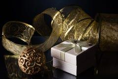 Συναυλία Χριστουγέννων με τα χρυσά εξαρτήματα Στοκ εικόνα με δικαίωμα ελεύθερης χρήσης