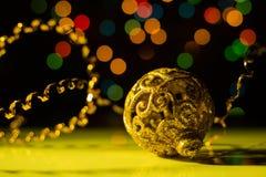 Συναυλία Χριστουγέννων με τα χρυσά εξαρτήματα Στοκ Φωτογραφίες